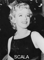 ******** American film star Marilyn Monroe at a press conference at the Savoy Hotel, London.