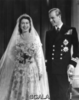******** Royal Wedding 1947  . Princess Elizabeth (Queen Elizabeth II) and Prince Philip, Duke of Edinburgh (formerly Lieutenant Philip Mountbatten) pose together for an official photograph following their marriage at Westminster Abbey on 20 November 1947.. Photograph in The Illustrated London News archive