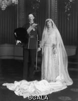******** Princess Mary and Lord Lascelles wedding. Princess Victoria Alexandra Alice Mary, the Princess Royal (1897 - 1965), Countess of Harewood, on her wedding day with her husband, Henry Charles George, Viscount Lascelles, later the Earl of Harewood (1882 - 1947).  . Photograph in The Illustrated London News archive. 1922